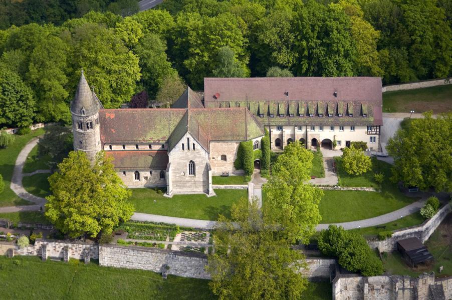 Luftaufnahme von Kloster Lorch, Kirche und Prälatur; Foto: Staatliche Schlösser und Gärten Baden-Württemberg, Achim Mende