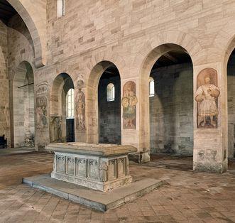 Kloster Lorch, Staufer-Tumba im Mittelschiff der Klosterkirche