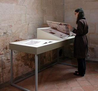Visitor to the permanent exhibition at Lorch Monastery. Image: Braun Engels Gestaltung Ulm