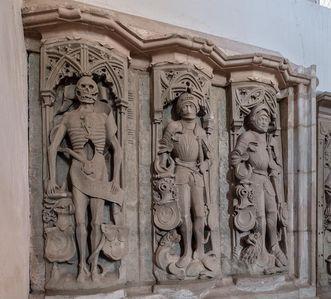 Kloster Lorch, kostbar verzierte Grabesstätten im Kloster
