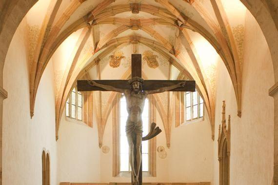 Kreuz mit Chorgewölbe der Klosterkirche Lorch