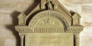 Gedenktafel für Irene von Schwaben von 1898 an der Innenwand der Klosterkirche Lorch