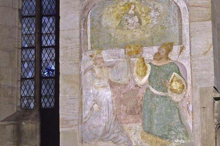 Detailansicht eines Stauferbilds in der Klosterkirche Lorch