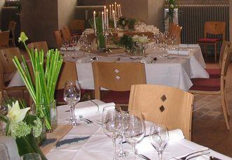 Gedeckte Tische im Refektorium; Foto: Fischer
